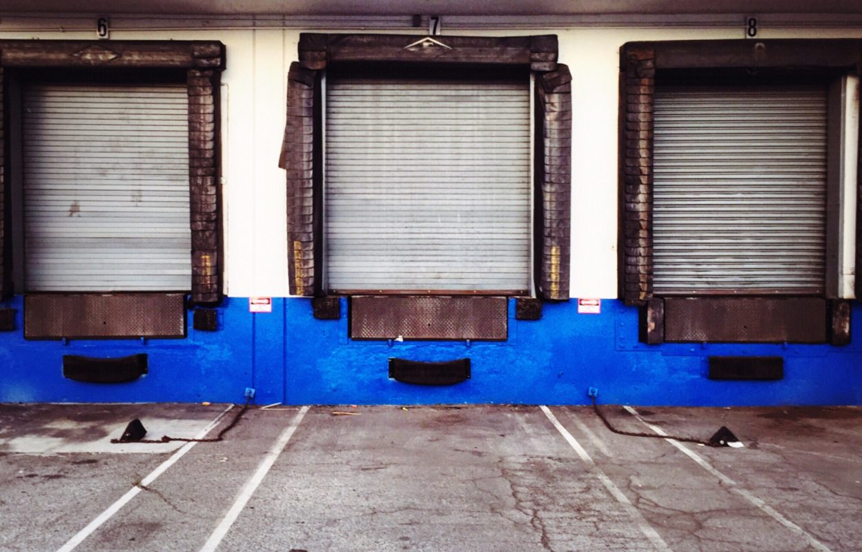 reparar puerta nave industrial barcelona